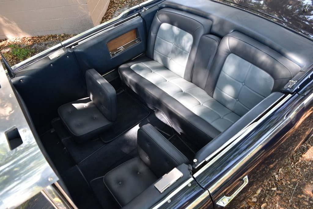 Почти как у Кеннеди: лимузин Lincoln Continental ждет покупателей на eBay
