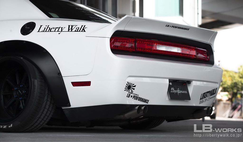 Dodge Challenger получил фирменный пакет от Liberty Walk