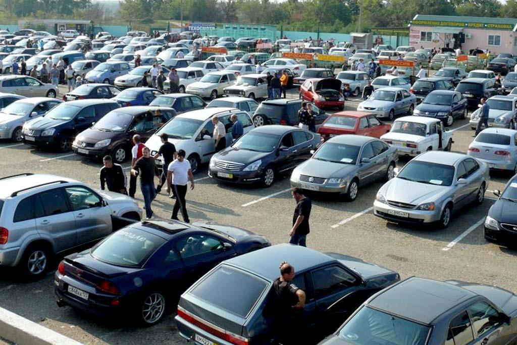 Покупатели все чаще смотрят в сторону б/у: продажи новых авто падают
