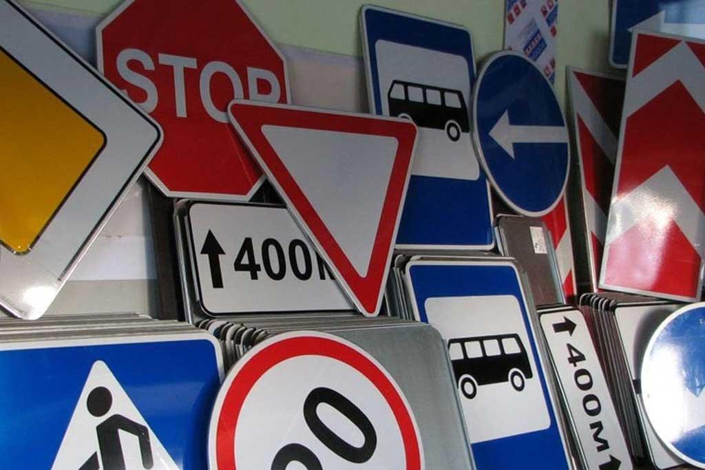 Дорожные знаки станут меньше: зачем так сделали и кому это выгодно