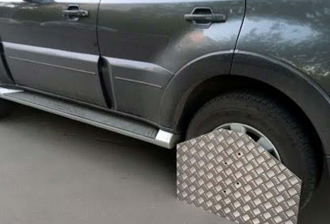 Москвич придумал оригинальный способ защитить машину от эвакуации